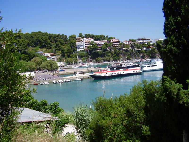 Doprava na Severní Sporady a mezi nimi: Letecky nebo trajektem