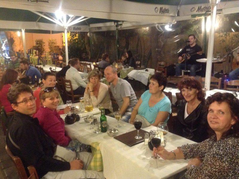 3 taverny + 2 bary, které musíte navštívit v Athénách