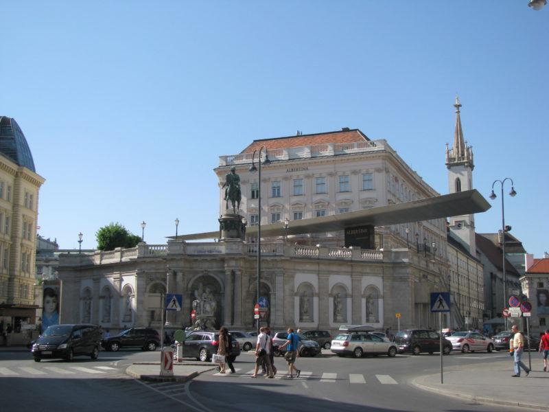 Albertinaplatz: Připomínka Habsburků i Židů