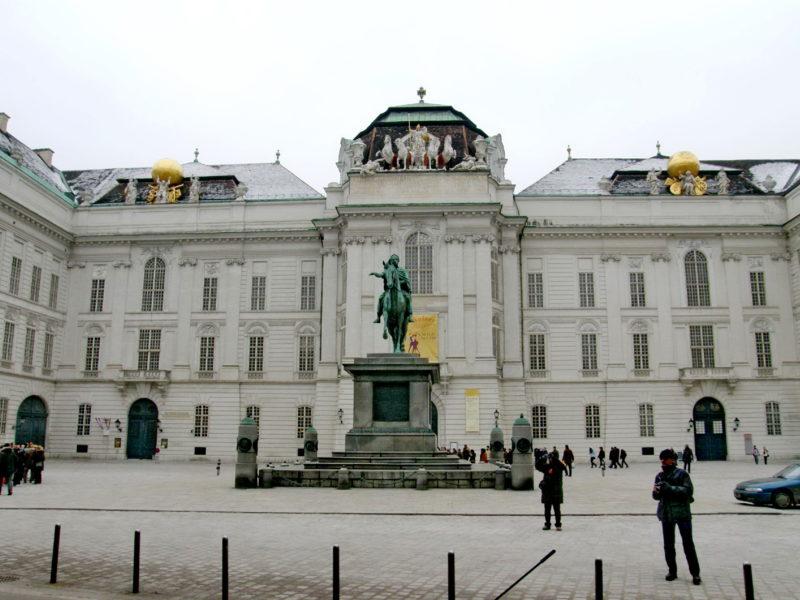 Josefsplatz: Největší barokní knihovna v Evropě